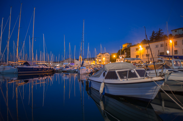4_muggia-by-night